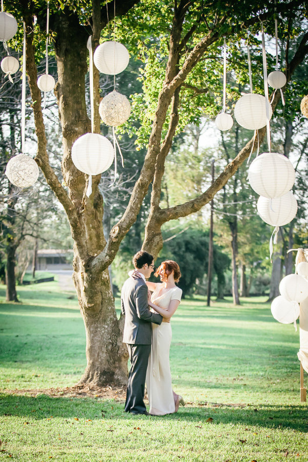 Easy wedding decor: paper lanterns!