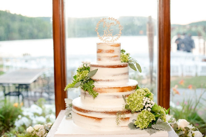 Check out this simple and stunning wedding cake with wooden cake topper!