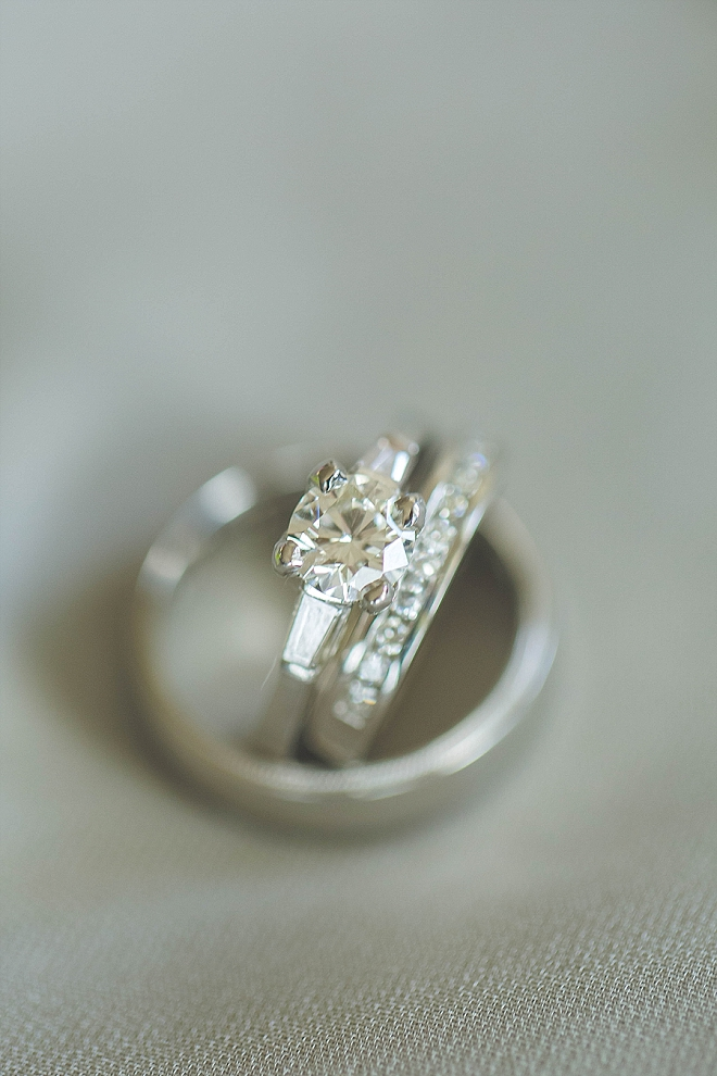 We love this sparkly and classic ring shot!