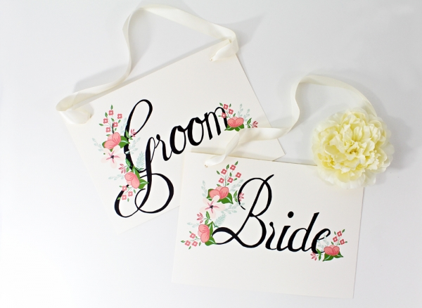 Free bride and groom sign - perfect for an outdoor wedding, garden wedding, or a floral theme.