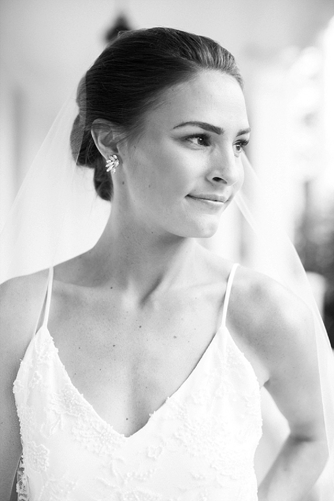 We're crushing on this beautiful brides wedding day style!