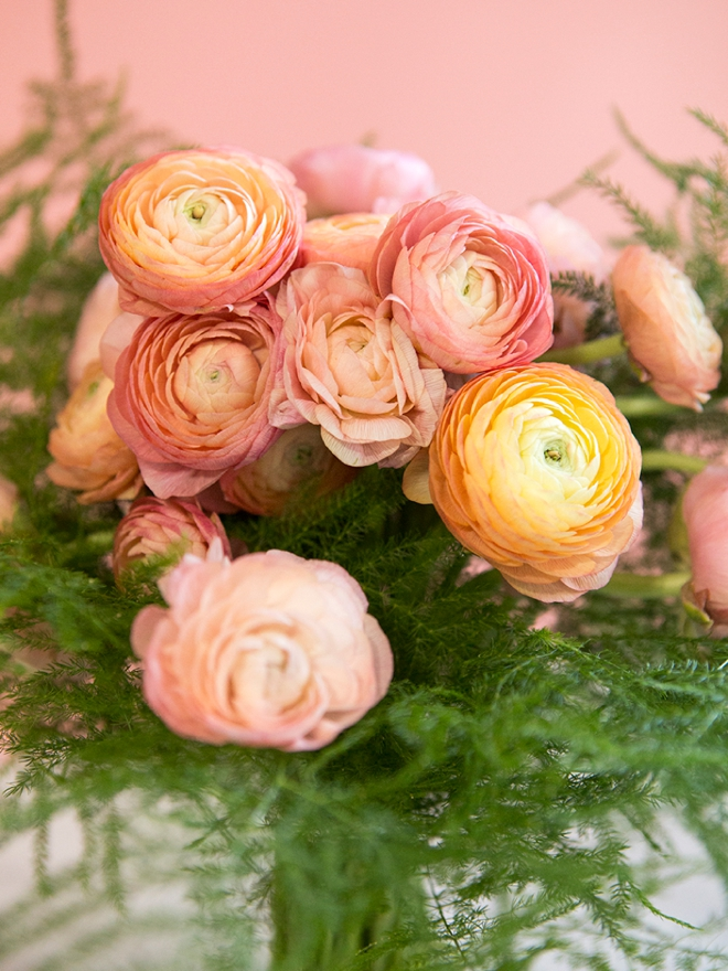 If you're using ranunculus in your wedding, you must read these tips!