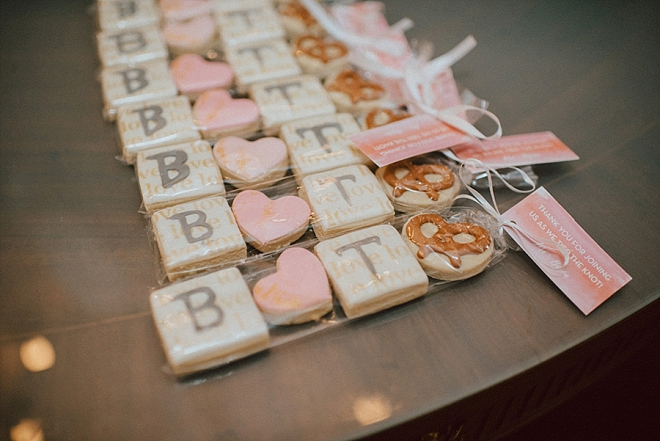 We're loving this customized dessert cookie favors!