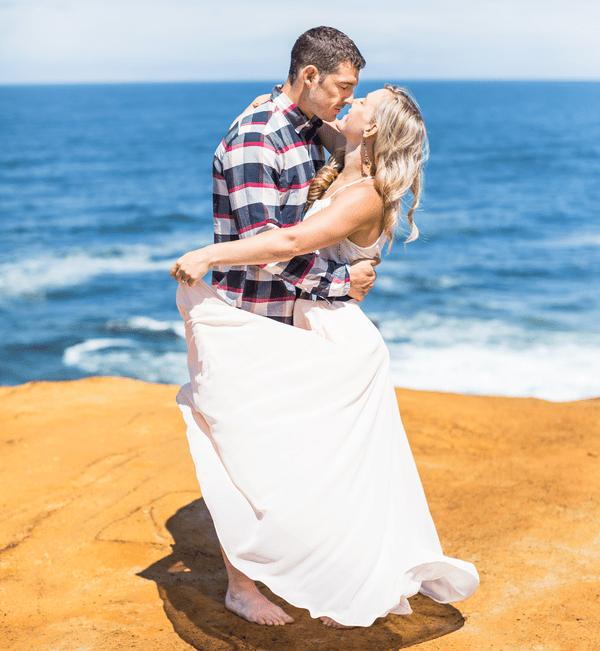 We're crushing on this gorgeous beach anniversary shoot!
