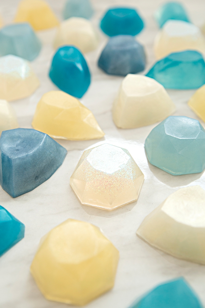 These DIY gemstone soaps are super easy to make and totally gorgeous!
