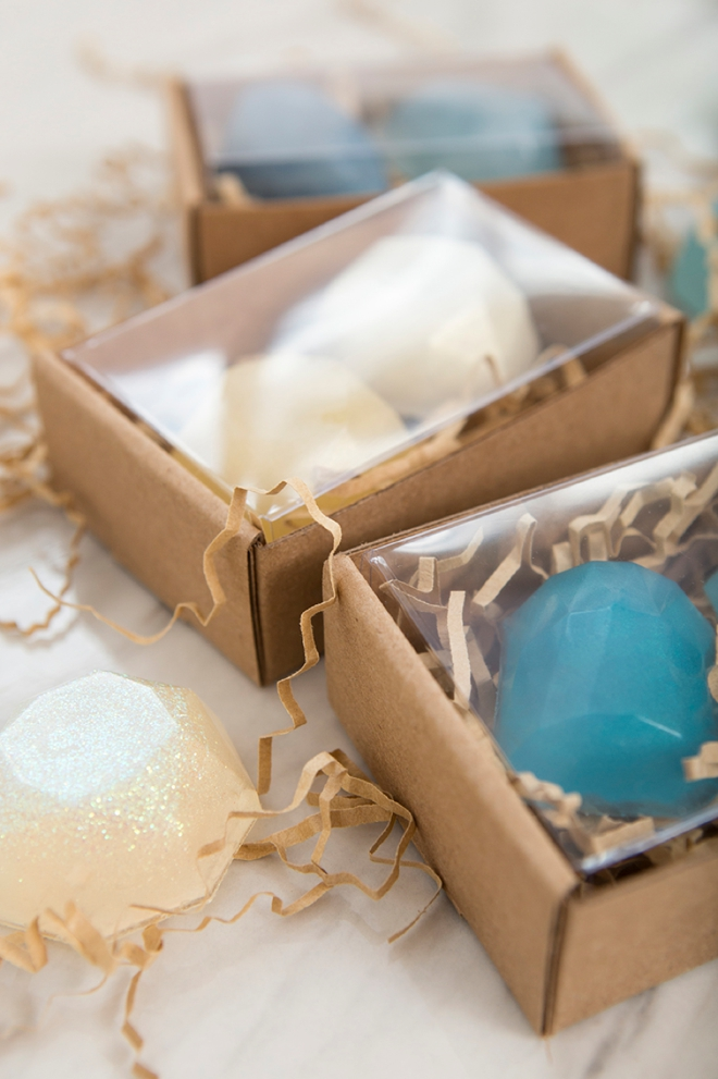 How pretty are these DIY gemstone soap favorss!!