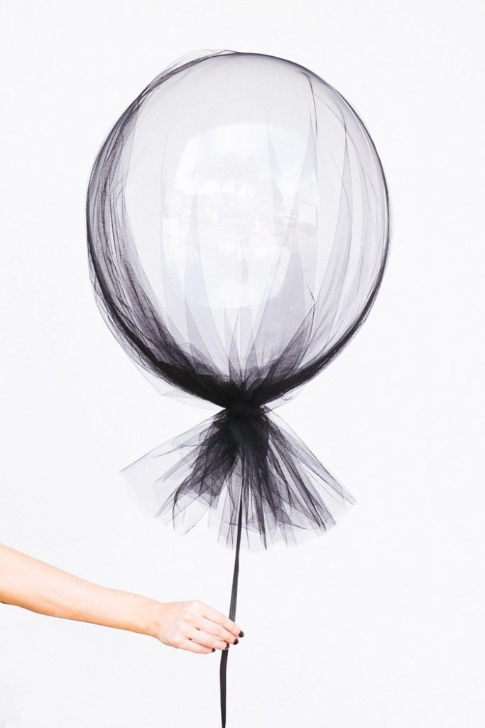 Such an easy DIY! Black tulle with a white balloon. So easy and still classy - perfect for a fall wedding or a halloween party.