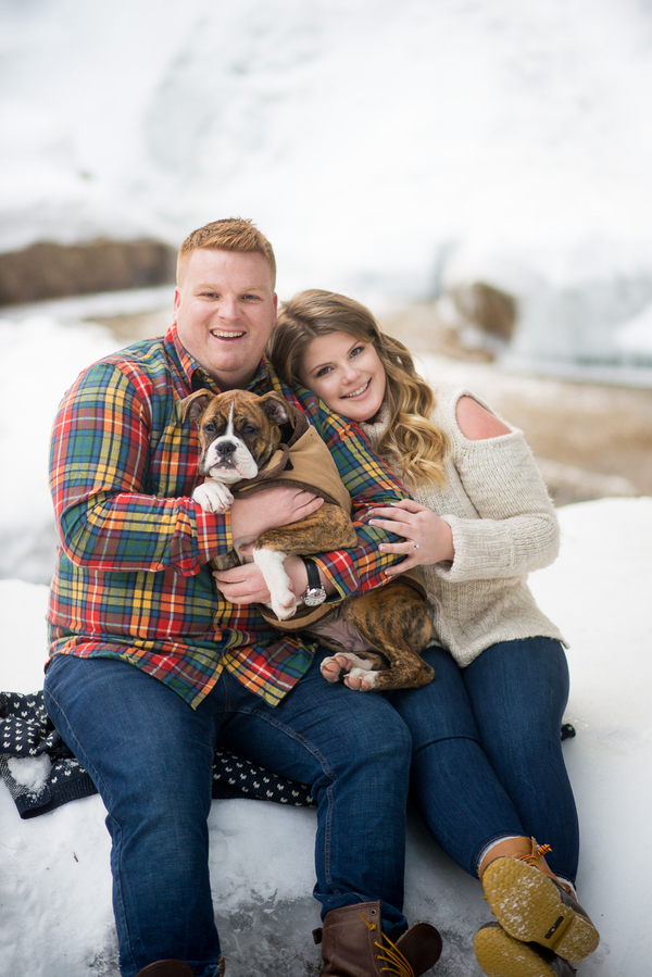 How adorable is this couple's engagement session snap with puppy?! LOVE!