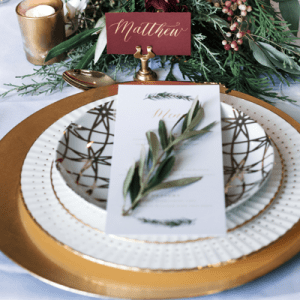 How gorgeous is this styled DIY-style tablescape?! Get ready to be inspired!