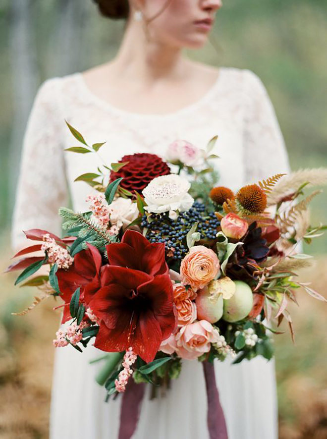 This bouquet gives a subtle nod to the holiday season.