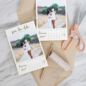 These DIY calendar style photo save the dates are SO cute!