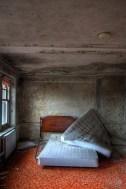 Buck-Hill-Inn-16-orange-carpet-room