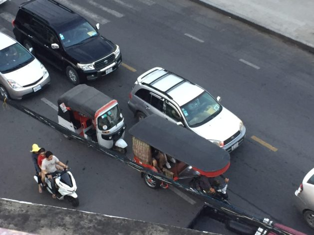 Autorickshaw and remorque, an overhead view
