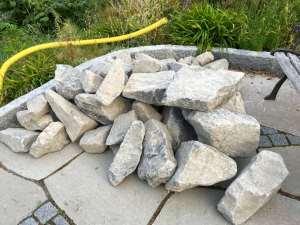 Sprängsten för en trapp och flammade kalkstensplattor vid projekt i Hasseludden