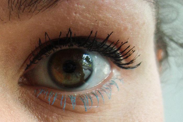 gekleurde mascara - blauw onder