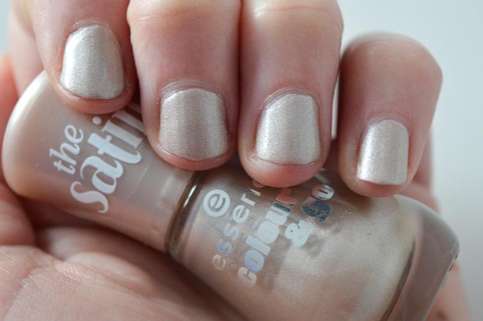 nagels grijs