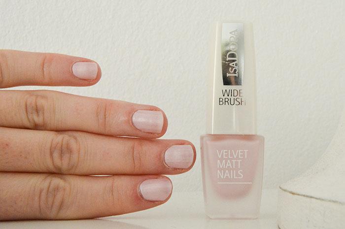 IsaDora Riviera velvet matt nails pink sugar