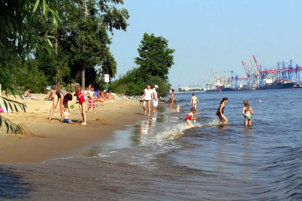 Baden am Elbstrand in Hamburg