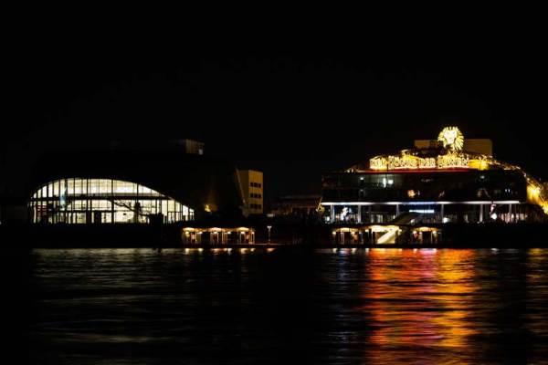 Stage Theater an der Elbe im Hamburger Hafen