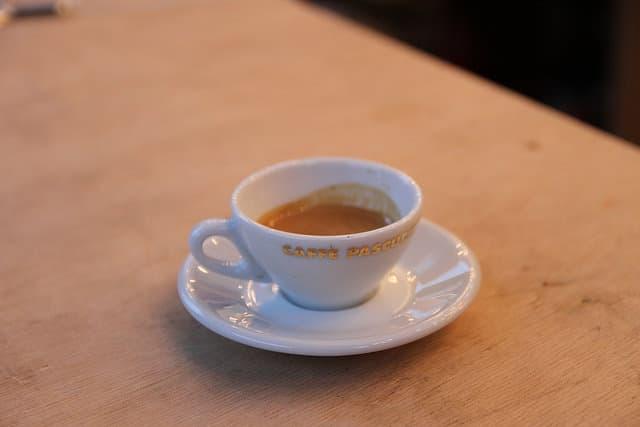 Kaffeestadt Hamburg; Eine Tasse mit frischem Espresso