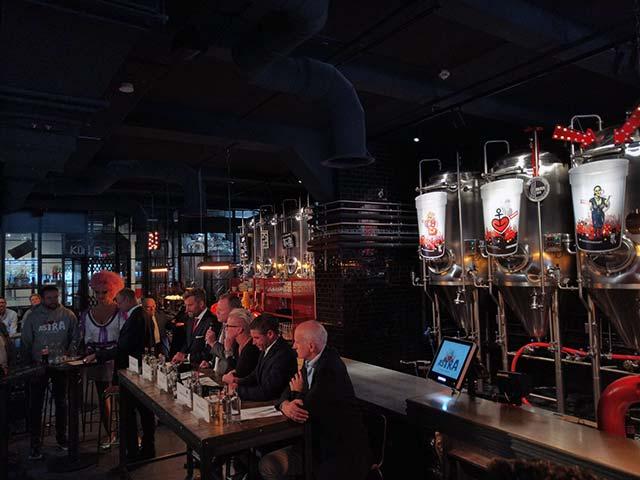 Mehrwegbecher des neuen Pfandsystem auf Hamburg St. Pauli