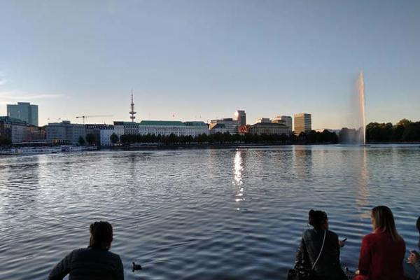 Verzauberter Sommer in Hamburg an der Binnenalster