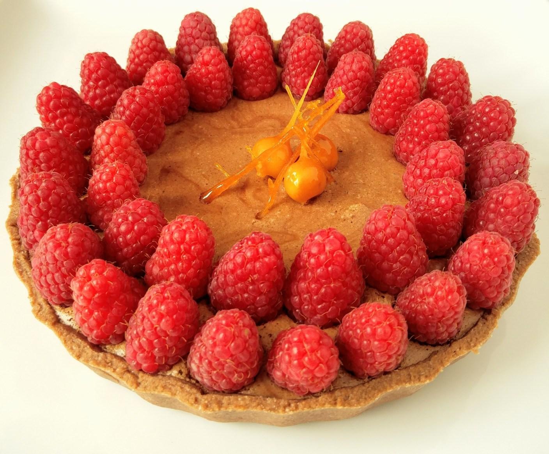Mousse au chocolate Tarte mit Himbeeren und karamellisierten Nüssen von Sommer der Tartes
