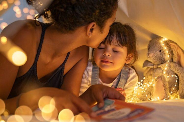 """Povești copii. """"Niciodată nu e prea târziu să antrenezi copilul pentru somn"""""""