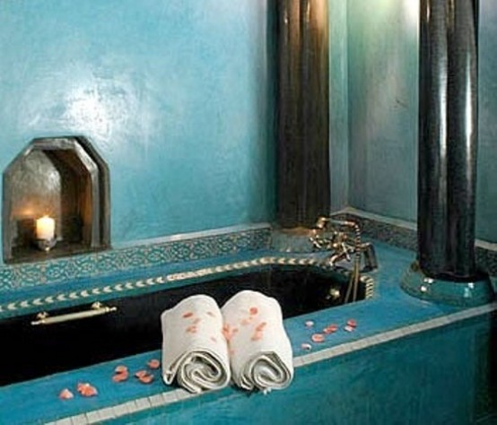 blue Moroccan Bathroom with rose petals. 10 bathroom decorating ideas for Moroccan Style Lovers