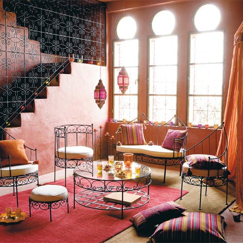 Moroccan style red sitting area, Photo via luvne.com