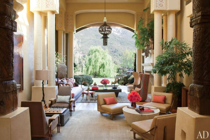Will and Jada Pinkett Smith Living Room with moroccan lanterns. Photo: Architectural Digest