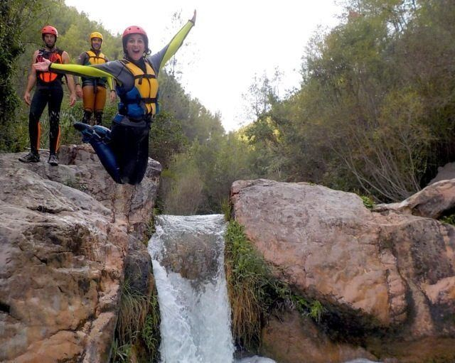 Barranquismo Grupos Team Building Valencia y Castellón - Barranco Acuático Montanejos con Tirolina al agua