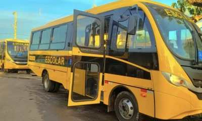 entrega de dois ônibus em são francisco do maranhão