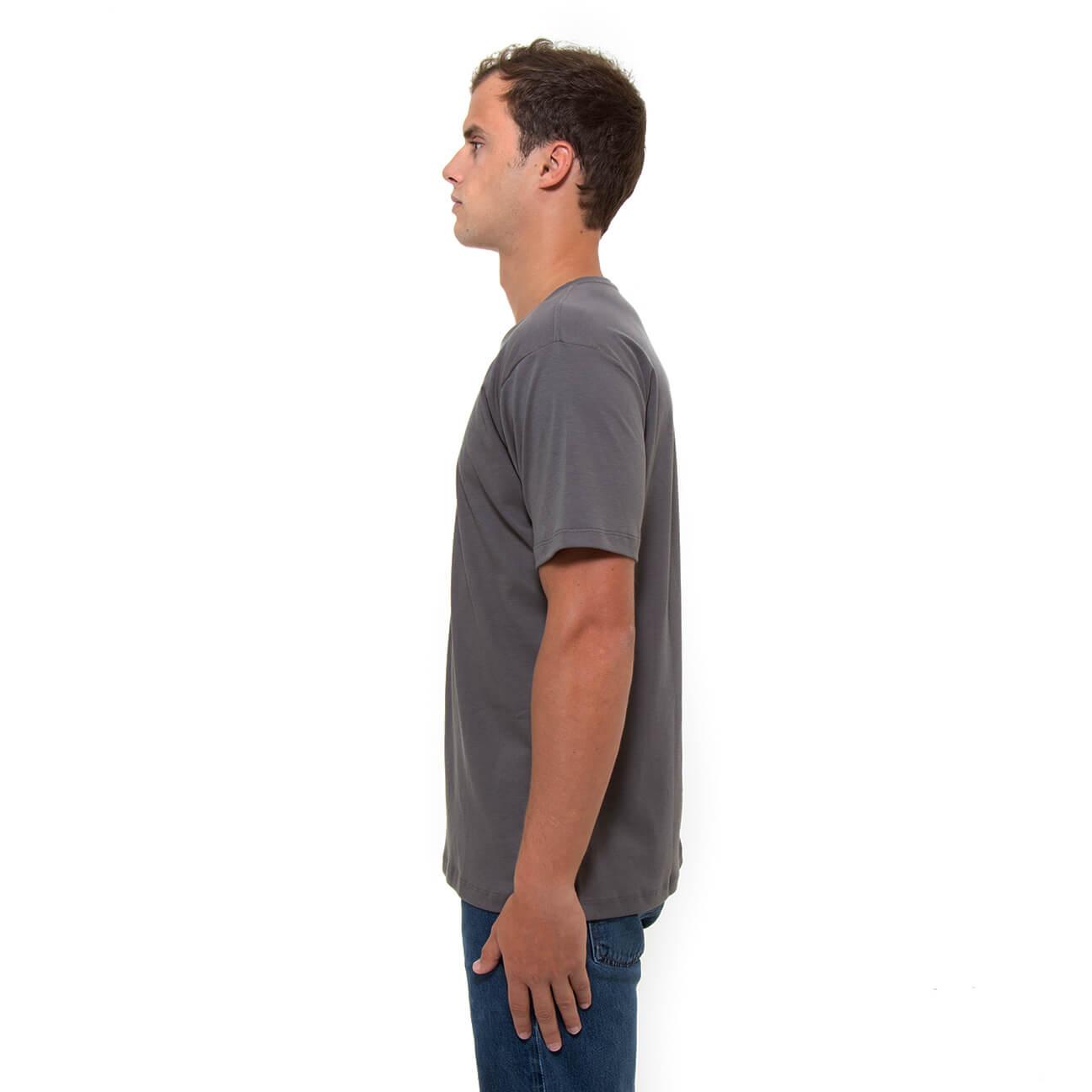 Franela gris esencial para hombre cuello en V Verticales lado