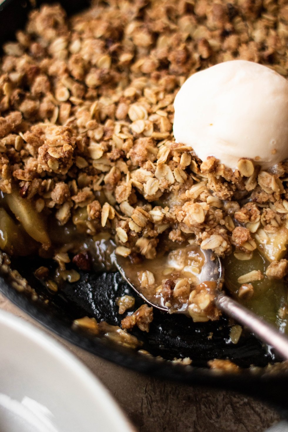easy skillet apple pecan crisp