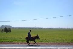 Foto hecha desde el coche en la autopista de salida del aeropuerto de Casablanca