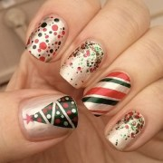 green and red christmas nails