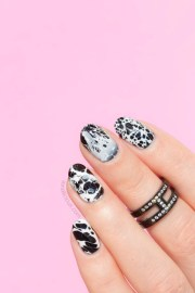 nails of day stone effect