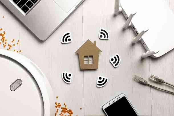 top-view-wi-fi-router-with-house-figurine-wireless-controlled-devices (1)