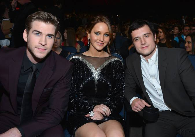 Hunger Games Cast - PCA -2013 -Backstage- 008