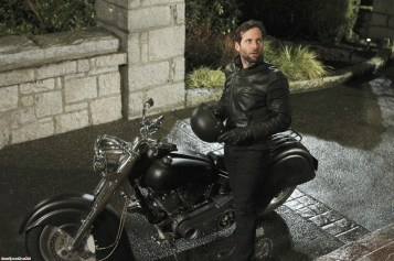 Once Upon A Time - Saison 1 - Episode 17 : Le Chapelier Fou 13