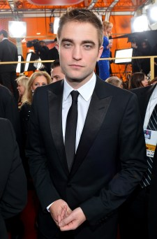 Robert Pattinson Aux Golden Globe 2013 - Red Carpet- 0001