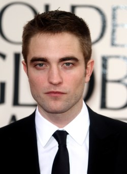 Robert Pattinson Aux Golden Globe 2013 - Red Carpet- 0002