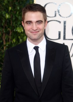 Robert Pattinson Aux Golden Globe 2013 - Red Carpet- 0004