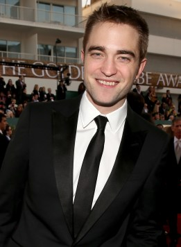 Robert Pattinson Aux Golden Globe 2013 - Red Carpet- 0009