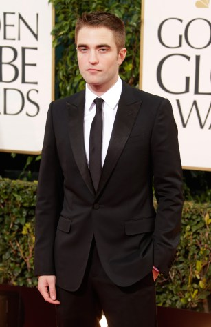 Robert Pattinson Aux Golden Globe 2013 - Red Carpet- 0018