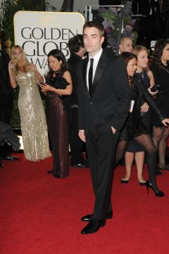 Robert Pattinson Aux Golden Globe 2013 - Red Carpet- 0021