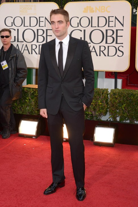 Robert Pattinson Aux Golden Globe 2013 - Red Carpet- 0025