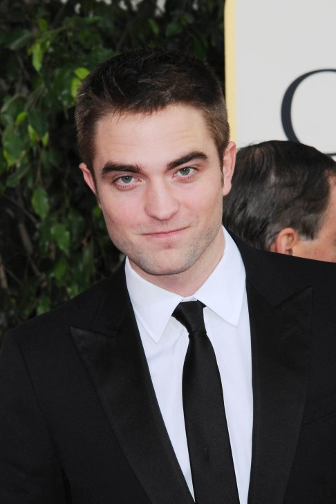 Robert Pattinson Aux Golden Globe 2013 - Red Carpet- 0026