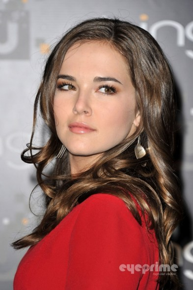 Zoey Deutch / Rose